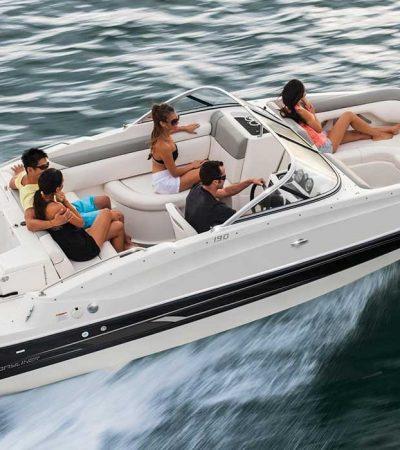 Bowrider-vs-deck-boat
